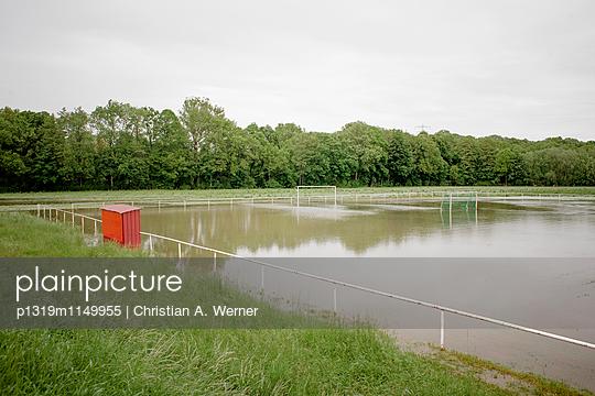 Überfluteter Fußballplatz - p1319m1149955 von Christian A. Werner
