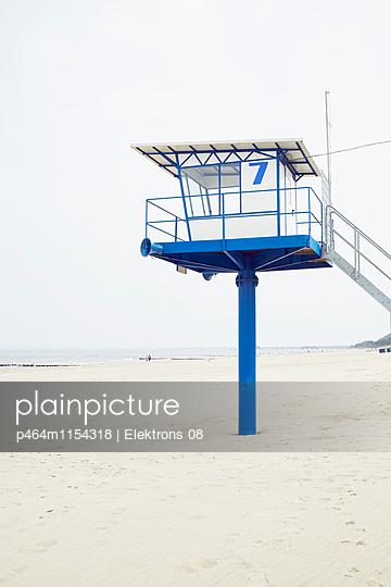 Rettungsschwimmerturm - p464m1154318 von Elektrons 08