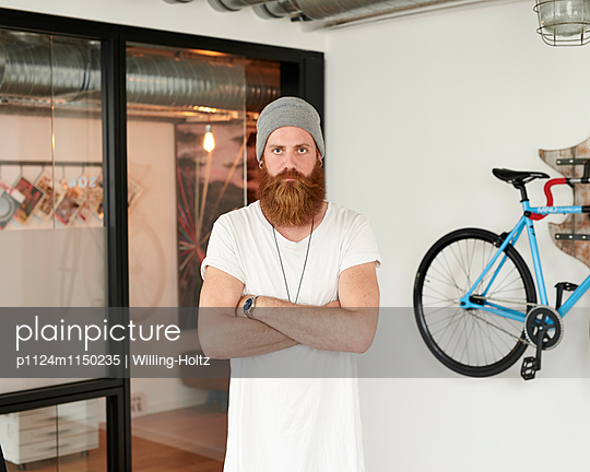 Mann mit Bart und Mütze  - p1124m1150235 von Willing-Holtz