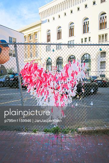 Herz aus Bändchen - p795m1159946 von Janklein