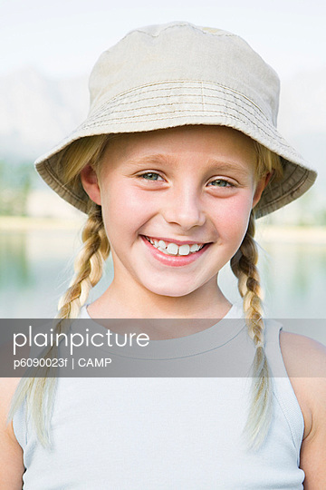 Girl (8-13) blond