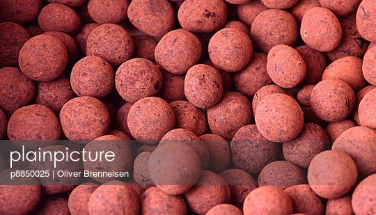 Small balls of chocolate with cinnamon coating