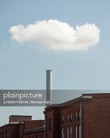 Fabrik mit Ziegelsteinfassade - p1324m1165144 von michaelhopf