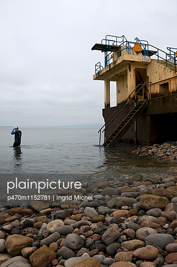 Meerwasserschwimmbad in Galway - p470m1152781 von Ingrid Michel