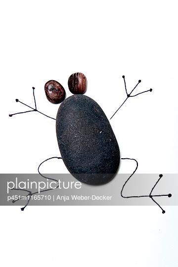 Frosch aus Steinen - p451m1165710 von Anja Weber-Decker