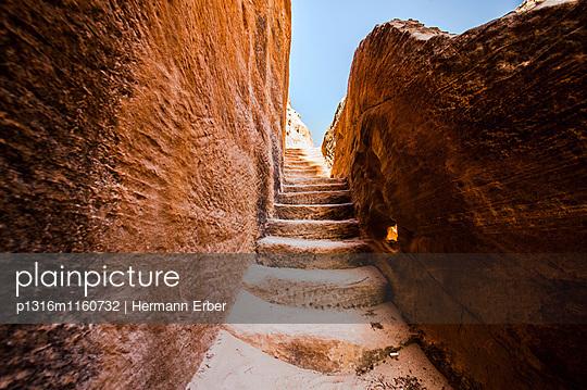 Steinstufen, Siq el-Barid, Little Petra, Wadi Musa, Jordanien, Naher Osten - p1316m1160732 von Hermann Erber