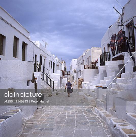Chora von Folegandros - p1258m1146243 von Peter Hamel
