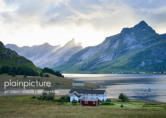 Siedlung am Fjord  - p1124m1165638 von Willing-Holtz