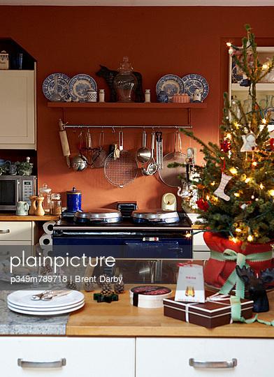 Christmas tree on kitchen worktop and range oven hob