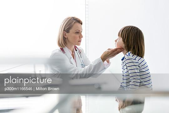 p300m1166546 von Milton Brown