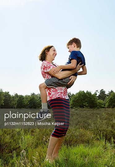Mutter und Sohn - p1132m1152823 von Mischa Keijser