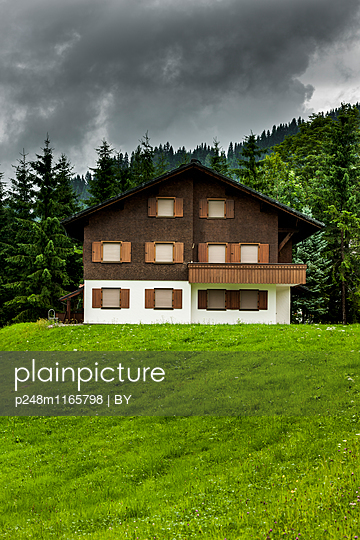 Haus im Bregenzer Wald - p248m1165798 von BY