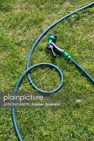 Gartenschlauch - p1057m1146278 von Stephen Shepherd