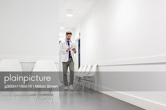 p300m1166618 von Milton Brown
