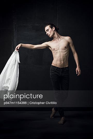 Tänzer - p947m1154388 von Cristopher Civitillo