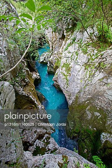 Blick auf Fluss Soca, Alpe-Adria-Trail, Tolmin, Slowenien - p1316m1160625 von Christoph Jorda