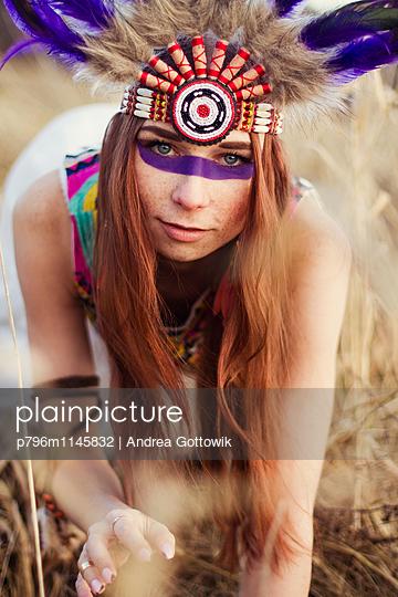 Indianerfrau - p796m1145832 von Andrea Gottowik