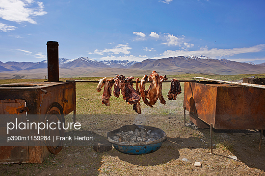 Geräuchertes Fleisch - p390m1159284 von Frank Herfort