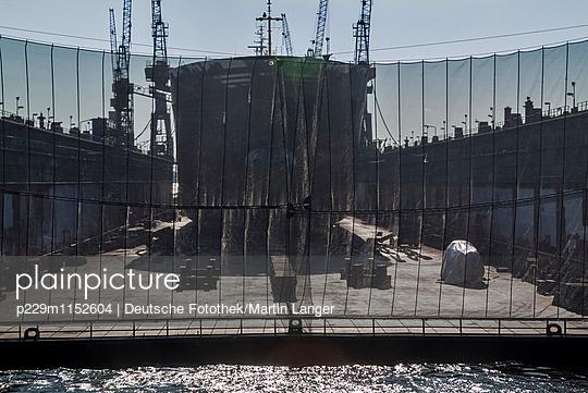Hamburger Hafen - p229m1152604 von Martin Langer