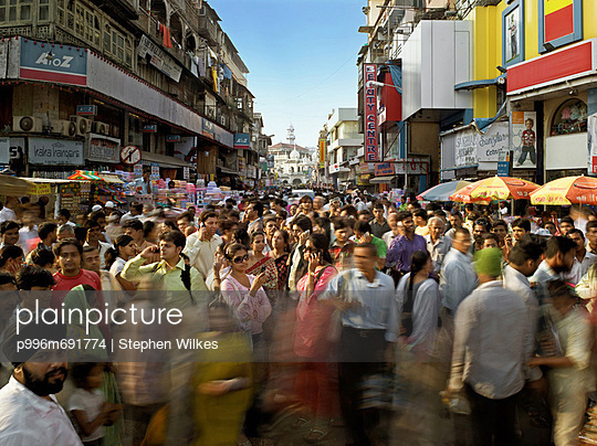 Crowded Shopping Streets In Mumbai