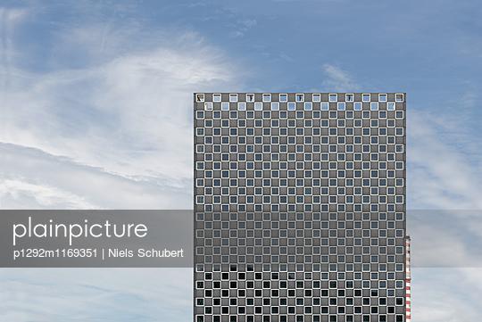 Fassade eines Massivbaus - p1292m1169351 von Niels Schubert