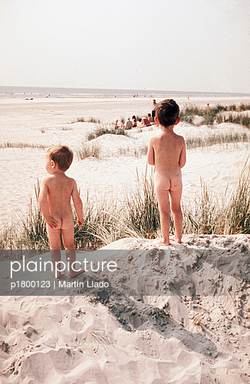 Nackte Jungs Am Strand