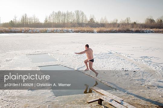 Eisbaden in Russland - p1319m1149928 von Christian A. Werner