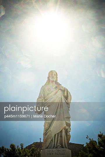 Christusstatue - p445m1159671 von Marie Docher