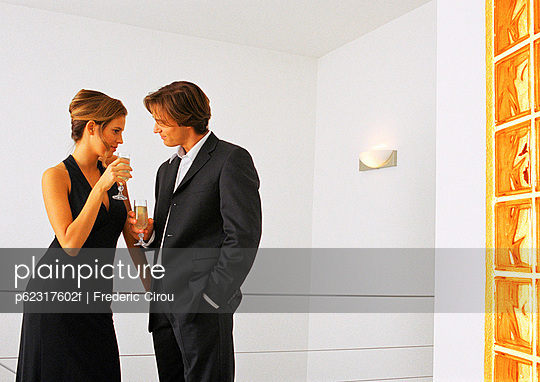 Man and woman drinking champagne and talking.