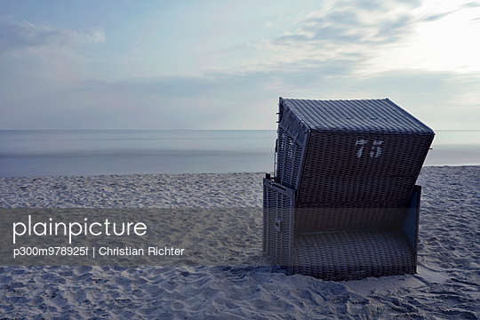 Germany, Mecklenburg-Western Pomerania, Ruegen, single hooded beach chair at Baltic seaside resort Binz