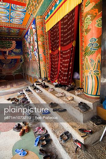 Shoes outside prayer room, Nanwu temple, Kangding, Sichuan, China, Asia