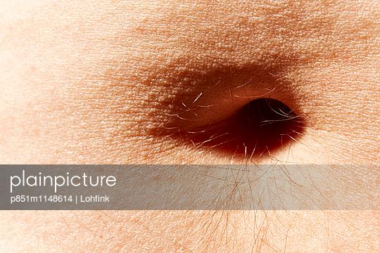 Bauchnabel Nahaufnahme - p851m1148614 von Lohfink