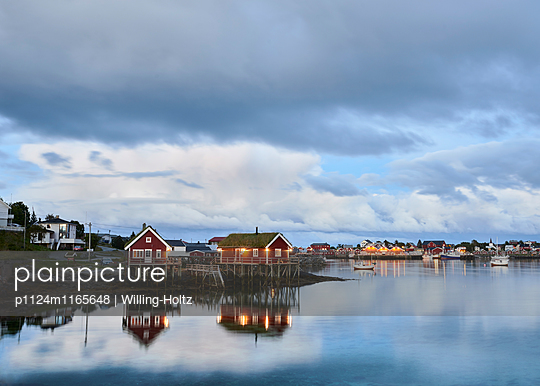 Hafen in der blauen Stunde - p1124m1165648 von Willing-Holtz