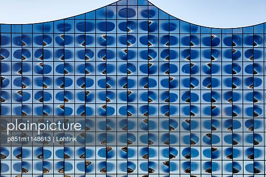 Ausschnitt Fassade Musikhalle - p851m1148613 von Lohfink