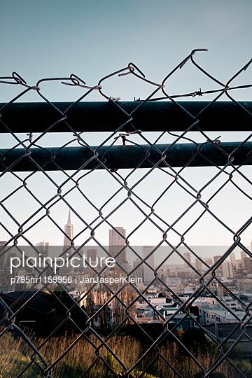 San Francisco hinter Gittern - p795m1159956 von Janklein