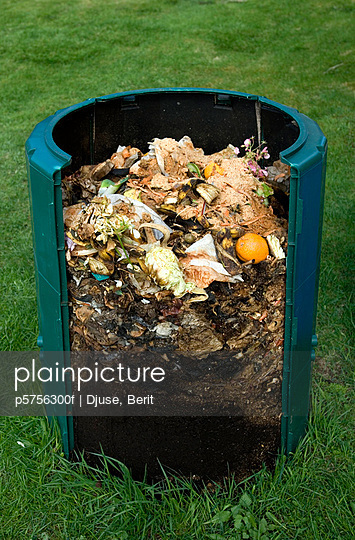 Cross section of compost bin