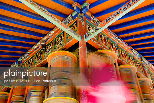 Spinning prayer wheels, Xiahe monastery, Xiahe, Gansu, China, Asia