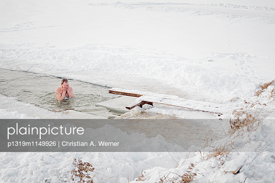 Eisbaden in Sibirien - p1319m1149926 von Christian A. Werner