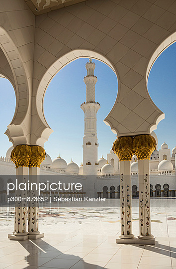 United Arab Emirates, Emirate of Abu Dhabi, Abu Dhabi, arcade courtyard of Sheikh Zayed Mosque