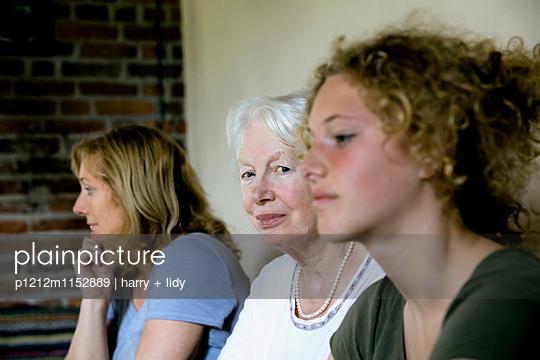 Drei Generationen - Oma - p1212m1152889 von harry + lidy