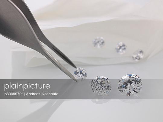 Tweezers and cut diamonds
