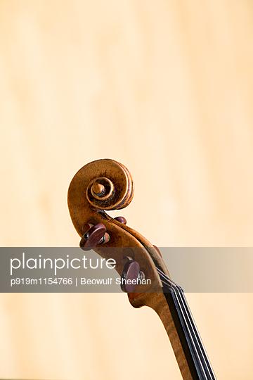 Kontrabass - p919m1154766 von Beowulf Sheehan