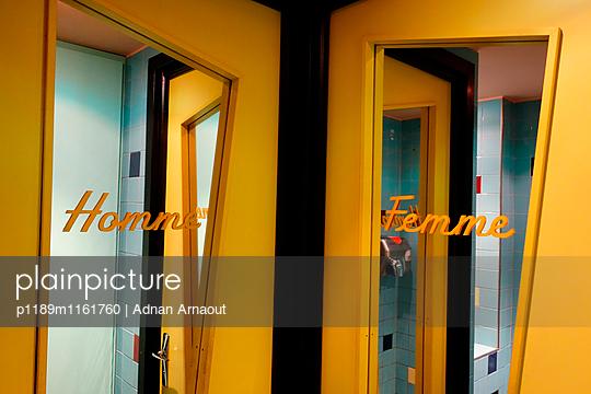 Öffentliche Toilette - p1189m1161760 von Adnan Arnaout