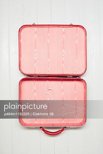 Koffer packen - p464m1152325 von Elektrons 08