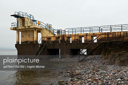 Meerwasserschwimmbad in Galway - p470m1152782 von Ingrid Michel
