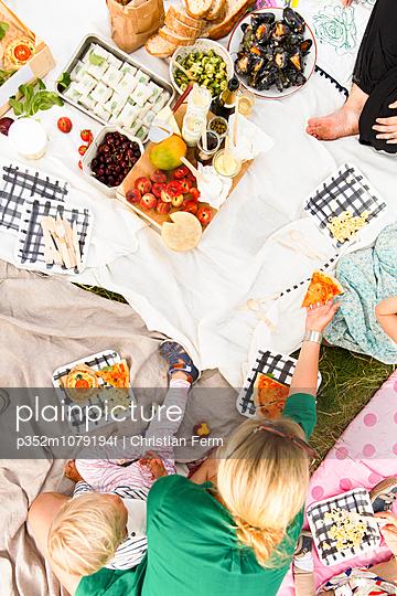 Sweden, Sodermanland, Nacka, Family picnic