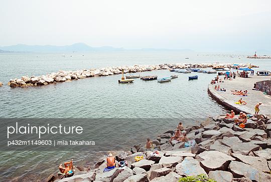 Badegäste in Neapel - p432m1149603 von mia takahara