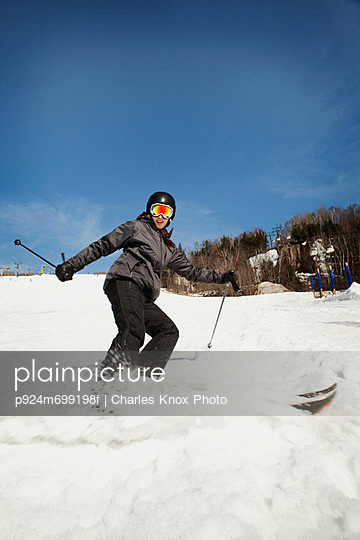 Young woman turning on skis