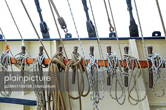 Schiffstaue und Seemannsknoten  - p236m1159199 von tranquillium