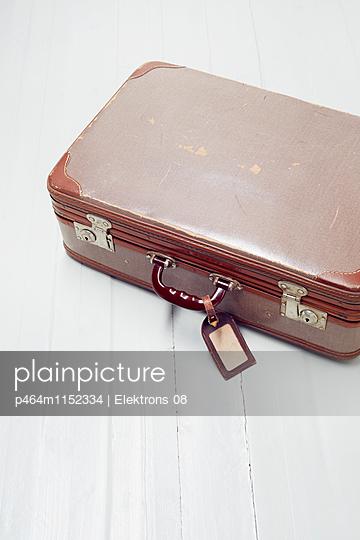 Reisekoffer - p464m1152334 von Elektrons 08